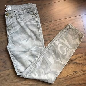 Current/Elliot Camouflage Ankle Crop Jeans sz. 28
